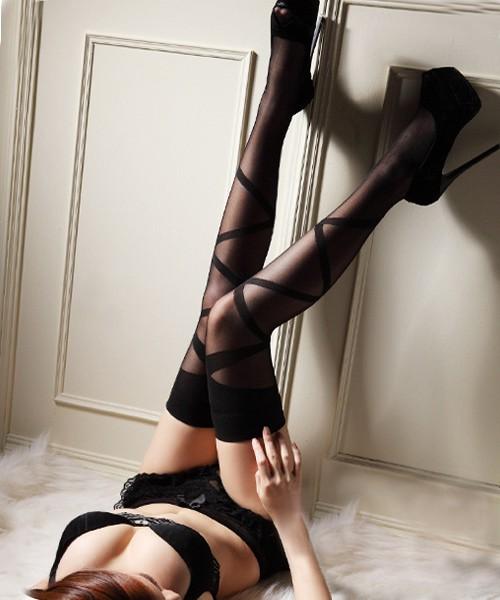 情趣用品-裊裊娉娉柔美斜條 高筒絲襪-性感黑